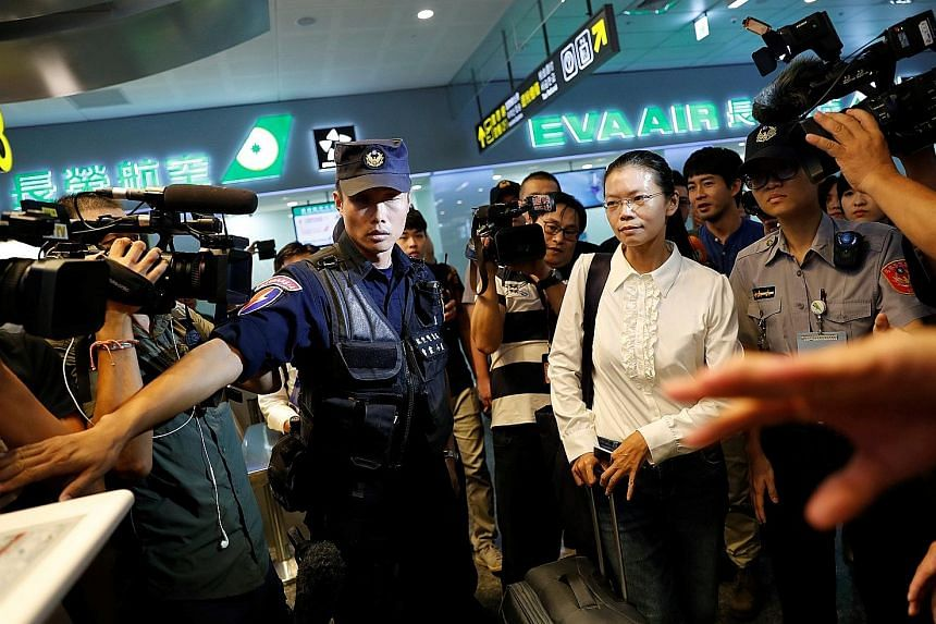 Mrs Lee Ching-yu, wife of rights activist Lee Ming-che, at Taipei airport yesterday, on her way to Hunan, where the trial will be held.