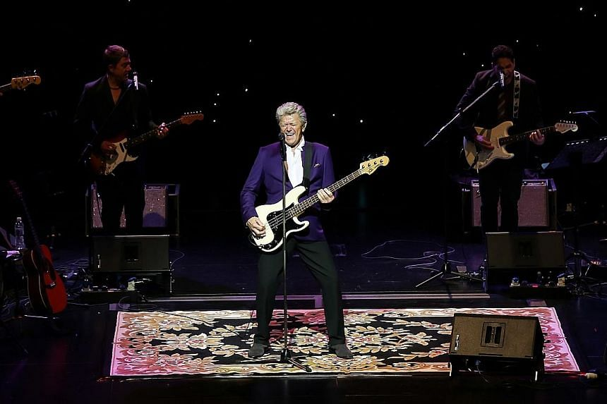 Peter Cetera performed more than 20 songs on a simple stage with a starry backdrop.