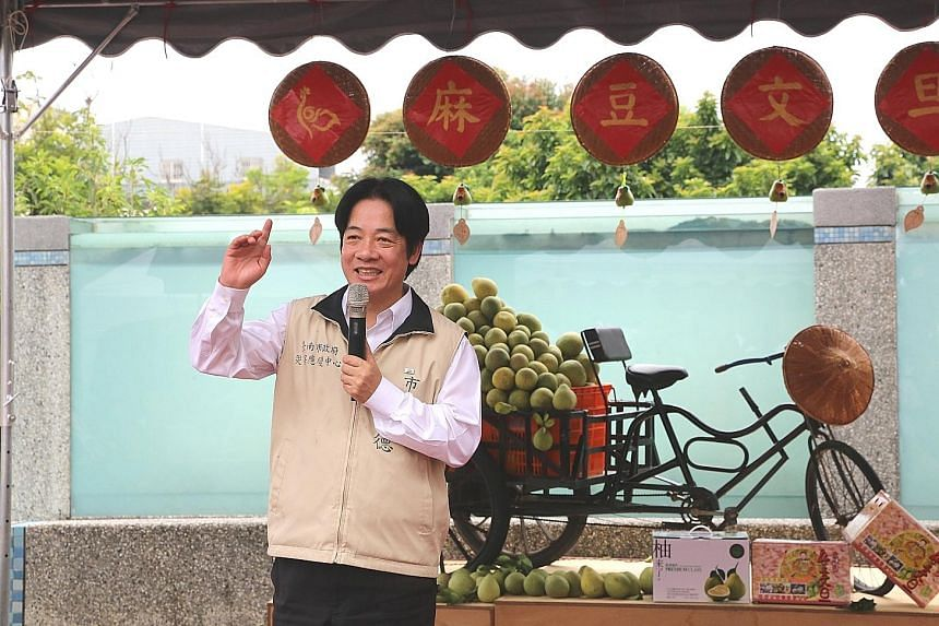 """Former mayor of Tainan, Mr William Lai Ching-te, promoting pomelos for farmers on Sept 2. He was dubbed """"No. 1 mayor"""" for balancing the budget, putting in place effective flood control measures and establishing a city transportation network."""
