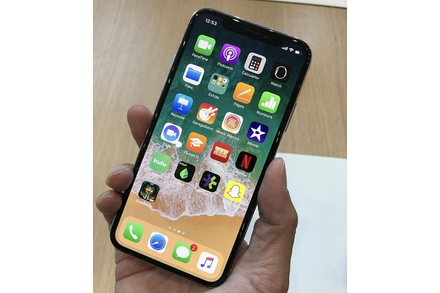 The iPhone X in the hands of the writer.