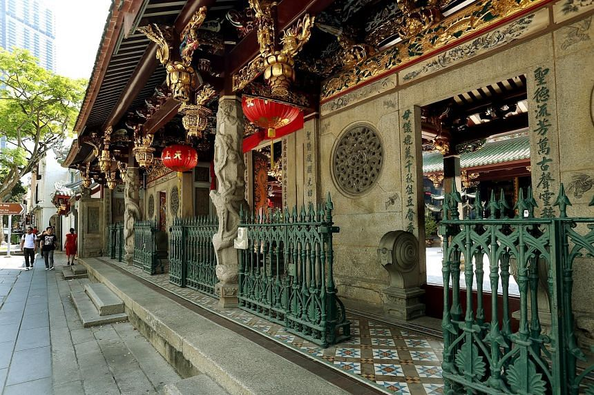 Thian Hock Keng also offers a place to install ancestral tablets in remembrance of the deceased. The temple, which won honourable mention in the 2001 Unesco Asia-Pacific Heritage Awards, continues to be popular among worshippers and tourists, who com