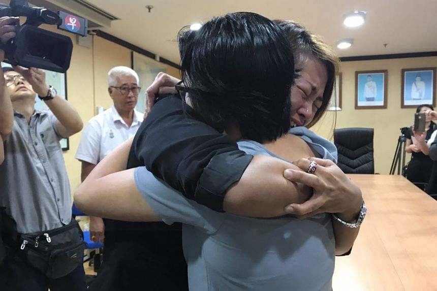 Ariess Tan (left) meeting Serene Lee, the recipient of her daughter's heart, for the first time.