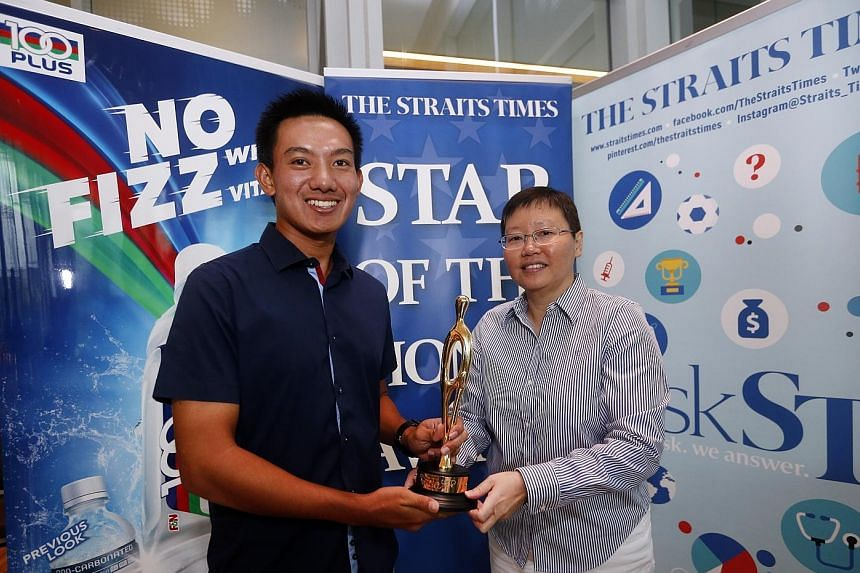 ST sports editor Lee Yulin presenting the ST Star of the Month award to Marc Ong. The 21-year-old golfer sank the winning birdie putt on the third play-off hole that secured the SEA Games men's team gold for Singapore.