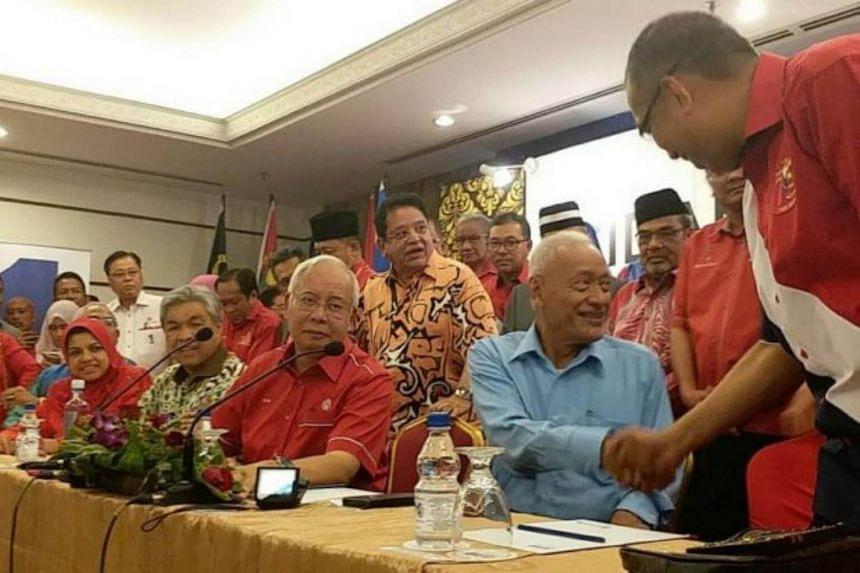 Ex-Selangor mentri besar and former vice-president of Umno Tan Sri Muhammad Muhammad Taib has applied to rejoin Umno.