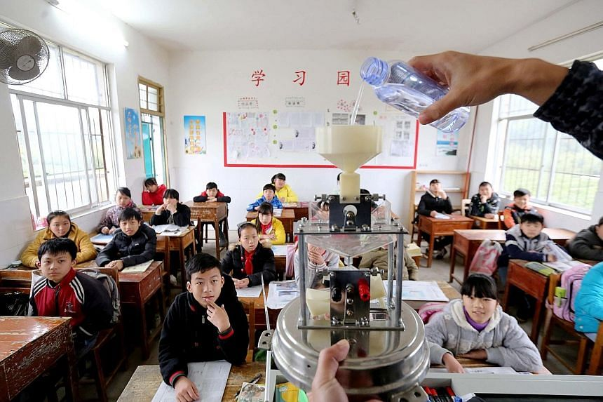 Chinese students learning about the weather in a school in Guangxi province. Online schools are now trying to replicate the benefits of live classes.