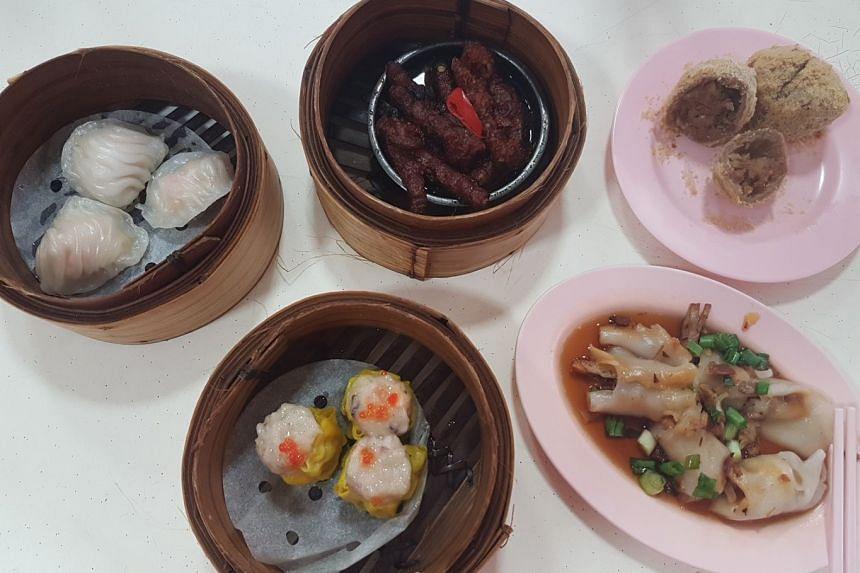 Kuai San Dian Xin (clockwise from top left) har kow, chicken feet, fried taro puff, cheong fun and siew mai.