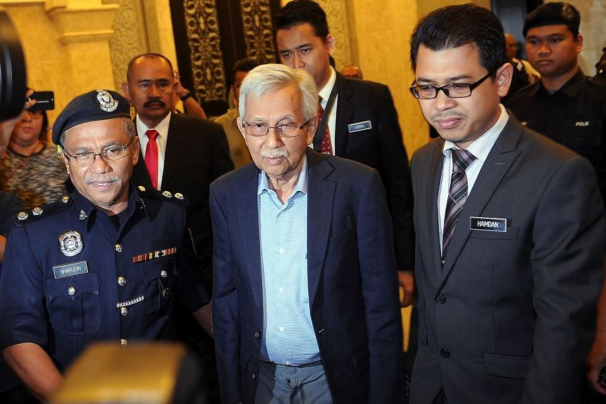 At the inquiry yesterday, former premier Mahathir Mohamad said he was never involved in Bank Negara Malaysia's administration, while former finance minister Daim Zainuddin (above) said if he knew the bank was engaging in currency trading, he would