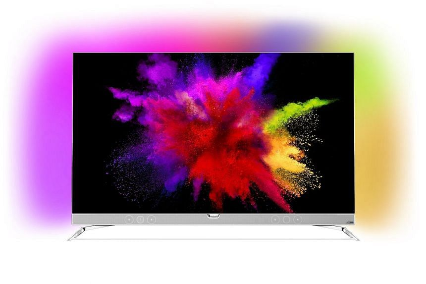 As usual, Philips has equipped the 901F with its unique Ambilight feature - rear-facing LEDs that dynamically change colours according to the video content.