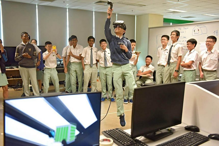 Secondary 3 students of NUS High School of Math and Science trying out a virtual reality (VR) game during a ProjectFUN Workshop.