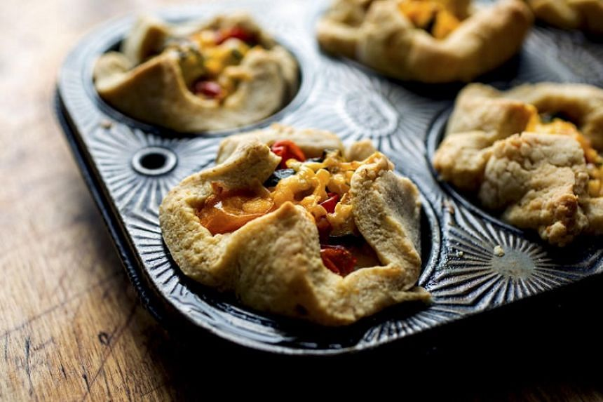 These zucchini and tomato tartlets with a cheddar crust, which call for turning up the oven to roast the vegetables, are perfectly timed for autumn's arrival.