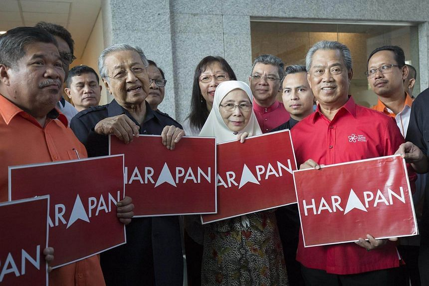 Mr Mahathir Mohamad (second, left), wife of jailed former Malaysian opposition leader Anwar Ibrahim, Madam Wan Azizah (centre), and ousted former Malaysian deputy prime minister, Mr Muhyiddin Yassin (third, right) along with other oppostion leaders a