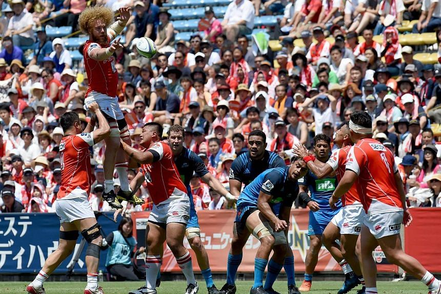 Willie Britz (top left) of the Sunwolves controls the ball from a line out during the Super Rugby match between the Sunwolves of Japan and the Blues of New Zealand.