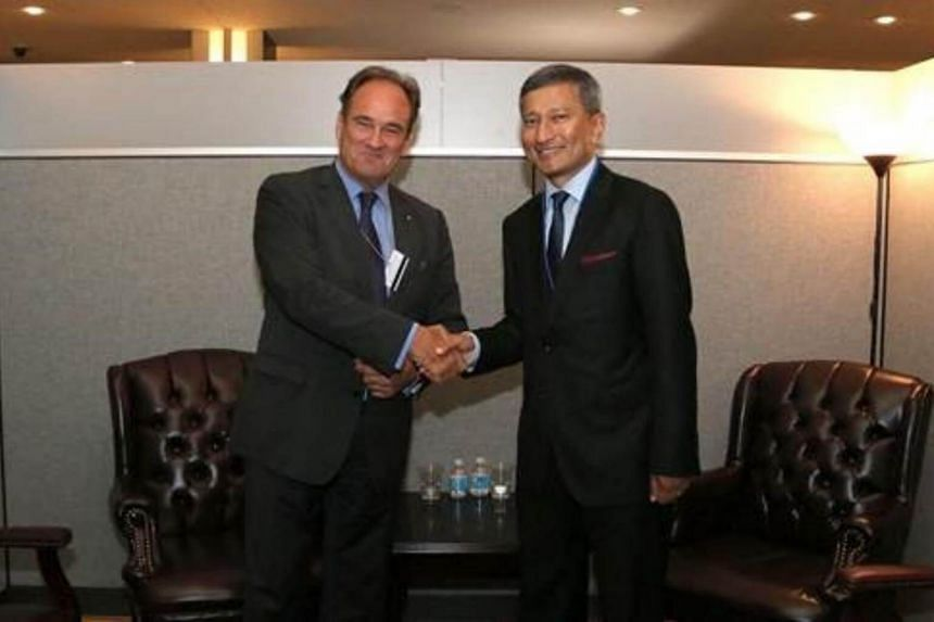 Minister for Foreign Affairs Dr Vivian Balakrishnan meeting Secretary-General of the Permanent Court of Arbitration Hugo Hans Siblesz.
