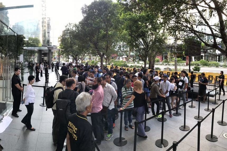 The walk-in queue outside the Apple Store on Sept 22, 2017.