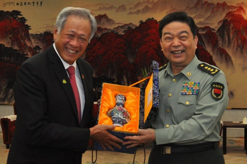 Dr Ng and General Chang exchanged gifts during the meeting.