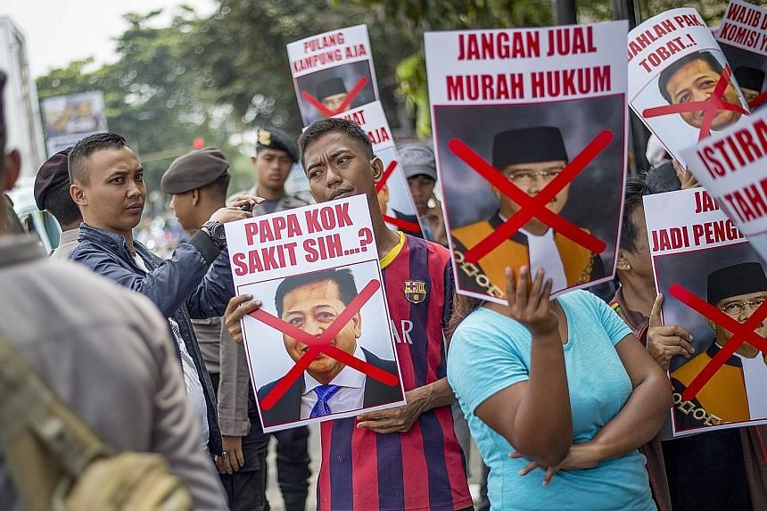 Demonstrators rallying in front of the South Jakarta court earlier this month to protest as Mr Setya Novanto filed a pretrial lawsuit against KPK to challenge the legality of its decision to call him a suspect in a 2010 corruption probe.