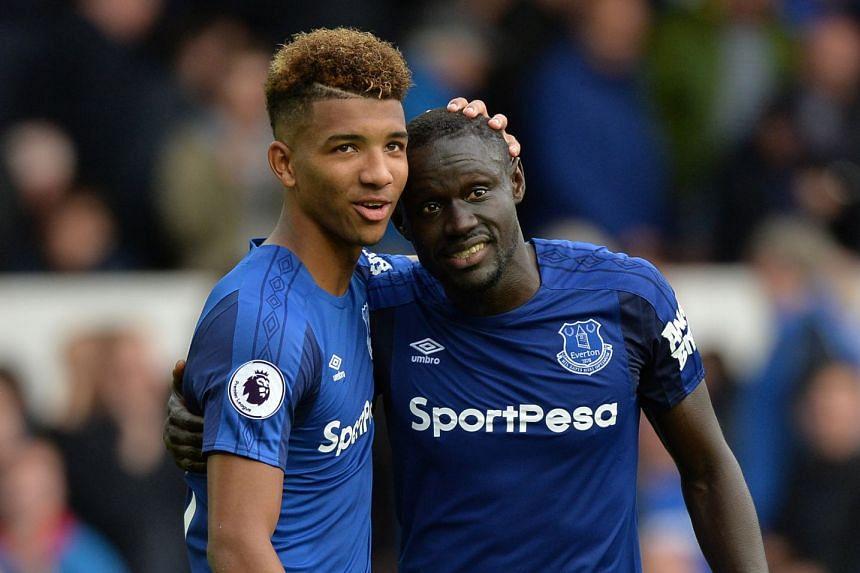 Everton's Oumar Niasse celebrates with Mason Holgate.