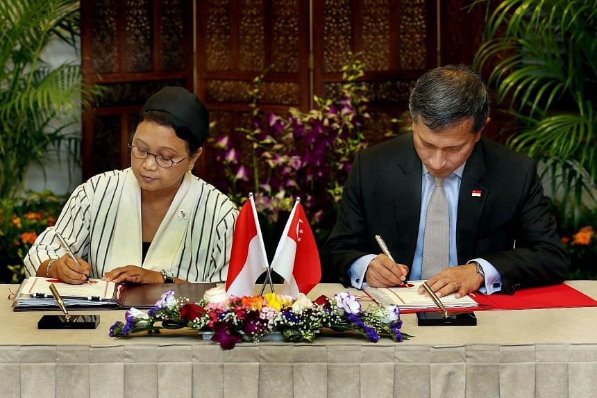 Indonesian Minister for Foreign Affairs Retno Marsudi (left) and Foreign Minister Vivian Balakrishnan at the signing ceremony and exchange of the Instruments of Ratification for the Treaty, on Feb 10, 2017.