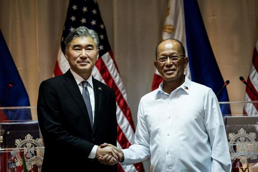United States Ambassador to the Philippines Sung Kim (left) and Philippines Defense Secretary Delfin Lorenzana (right) hold a press conference at a military camp in Quezon City, east of Manila on Sept 26, 2017.