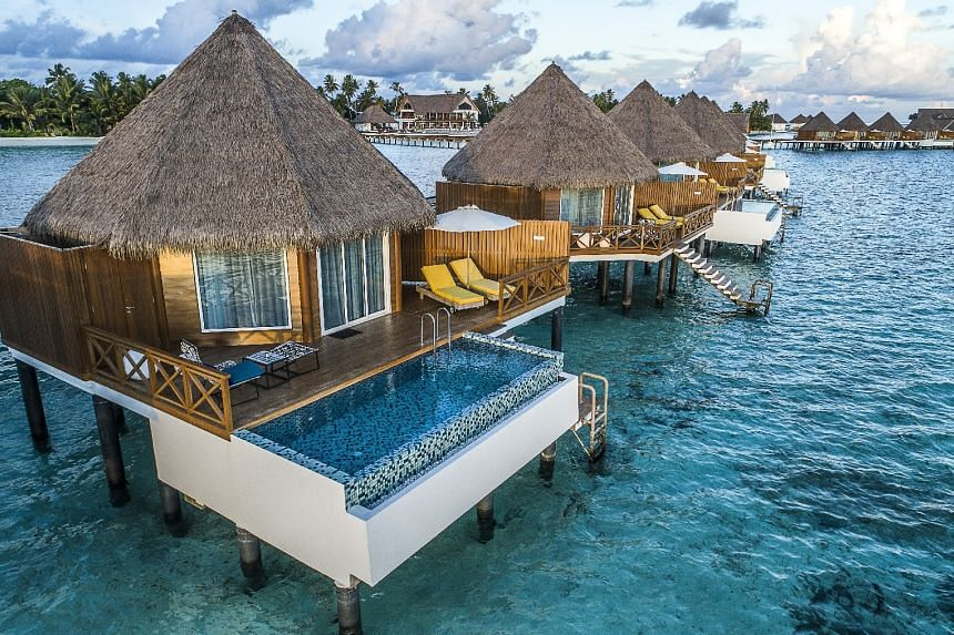 The Mercure Maldives Kooddoo Hotel, managed by the well-known Accor group, has 68 villas, including 43 located over water and 25 along the beaches.