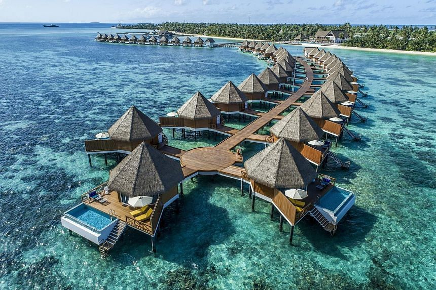 The Mercure Maldives Kooddoo Hotel, managed by the well-known Accor group, has 68 villas, comprising 43 located over water and 25 along the beaches.