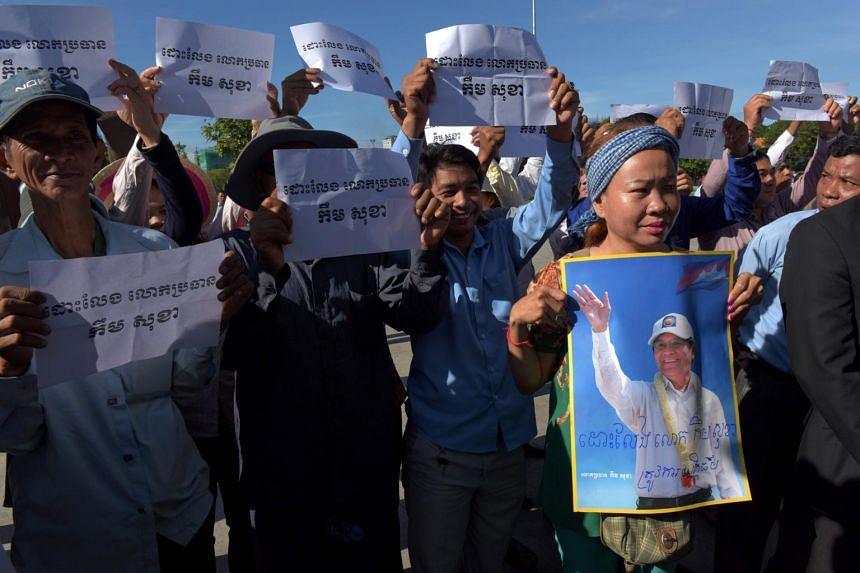 """Cambodia National Rescue Party (CNRP) supporters hold placards that read """"Free Kem Sokha"""" during a protest outside the court of appeal in Phnom Penh, on Sept 26, 2017."""