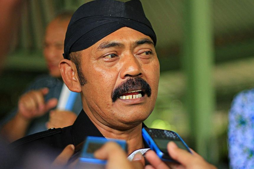 Surakarta mayor FX Hadi Rudyatmo has banned guests from bringing bags into his office and residence to reduce the risk of corruption.