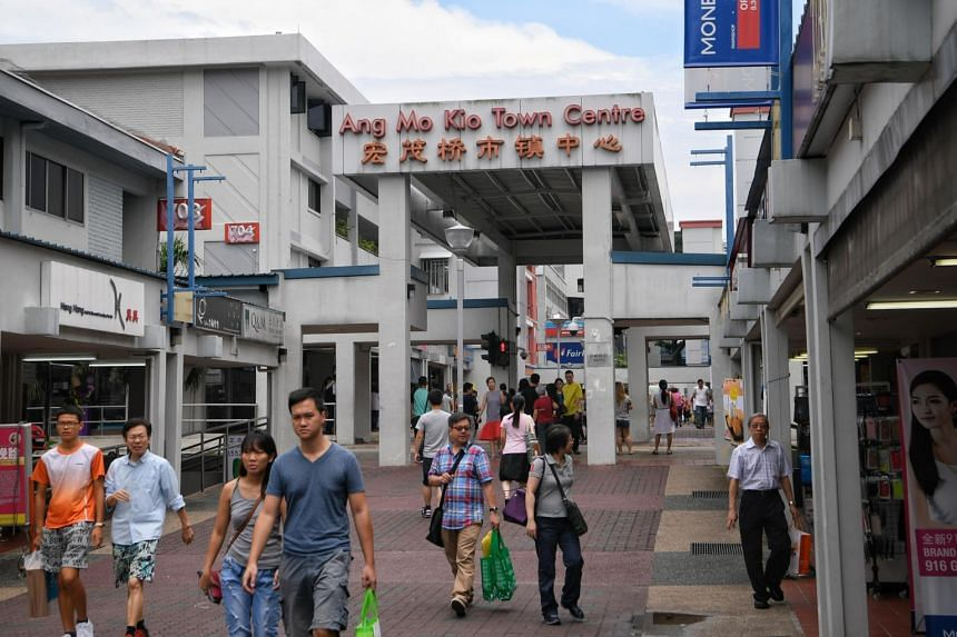 The crowd at Ang Mo Kio Town Centre (next to AMK Hub) on Sept 23, 2017.