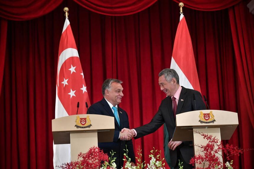 Prime Minister of Hungary, Viktor Orban (left) with Prime Minister of Singapore, Lee Hsien Loong at the Istana.