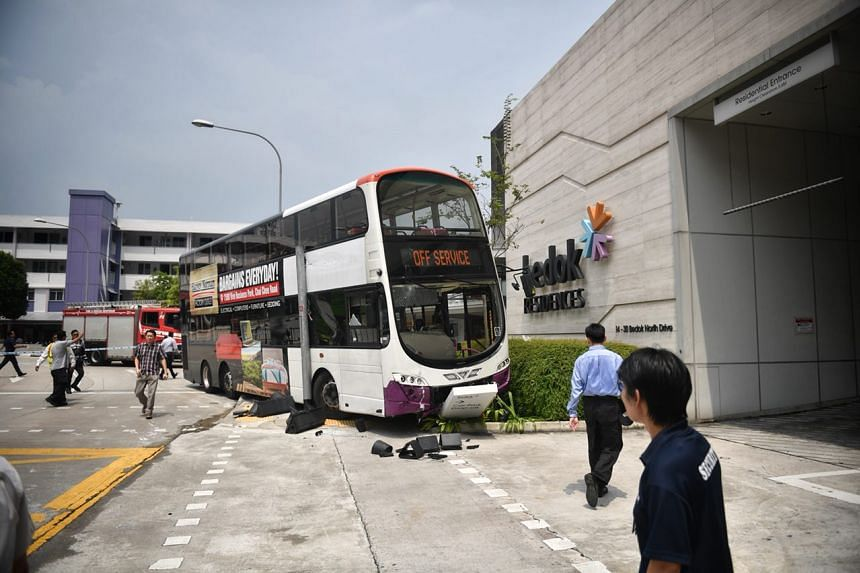 The bus crashed into a signboard and a traffic light was damaged. Parts of the front bumper of the bus also appeared to have fallen off from the impact.