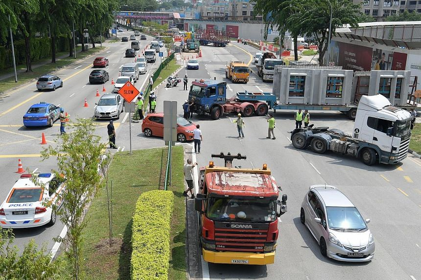The trailer was sprawled across all four lanes in the direction of Serangoon Road, cutting off traffic completely during the morning rush hour. A road diversion was created using one lane on the opposite side of the road to let vehicles pass. The tra