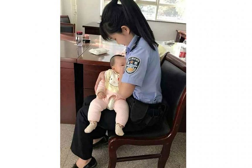 Ms Hao Lina, the bailiff of intermediate people's court in Jinzhong city, North China's Shanxi province, is a young mother.