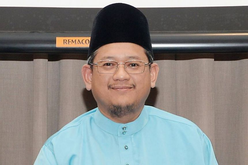 In his Friday sermon delivered at all mosques here, Mufti Fatris Bakaram squarely refuted messages in ISIS's recent propaganda video featuring Singaporean fighter Megat Shahdan Abdul Samad.