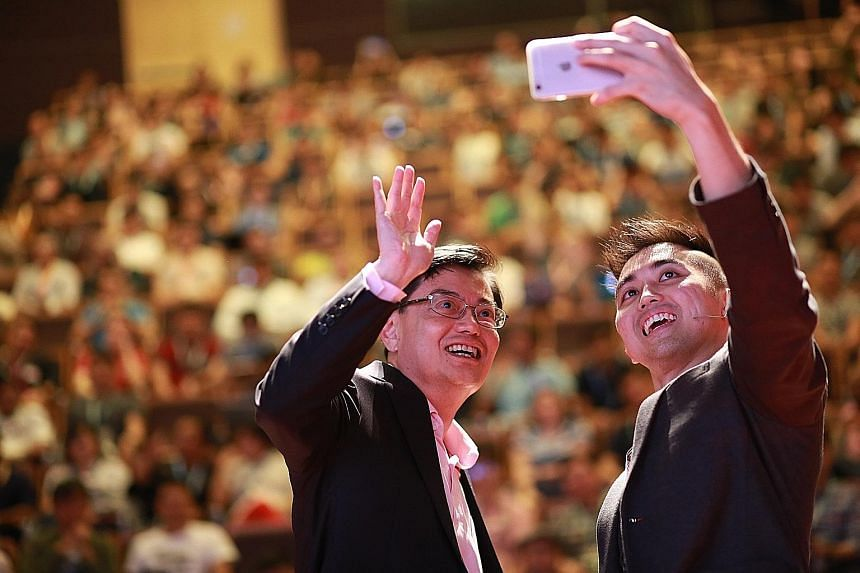 Minister of Finance Heng Swee Keat, with Startup Weekend Singapore Mega lead organiser Durwin Ho Hsu Tian, taking a wefie at the event held at NUS University Town yesterday.