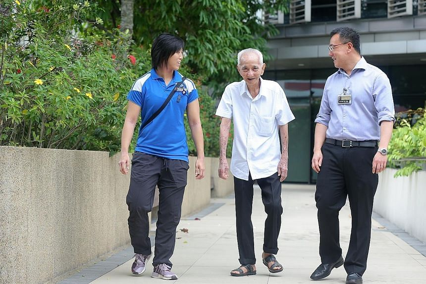 Mr Tan Cheng Hong, 90, benefited from the transdisciplinary care at KTPH when he underwent surgery in May. Monitoring his progress are senior physiotherapist Kylie Siu and Dr Tan Kok Yang, head of surgery.