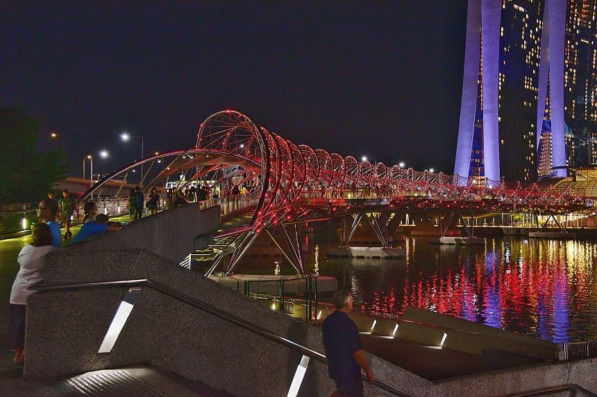 The Helix Bridge glowing red last night, in support of World Heart Day. Other landmarks that will be lit up in red until tomorrow include the Singapore Flyer and Fullerton Hotel. Organised by the Singapore Heart Foundation, the eye-catching spectacle