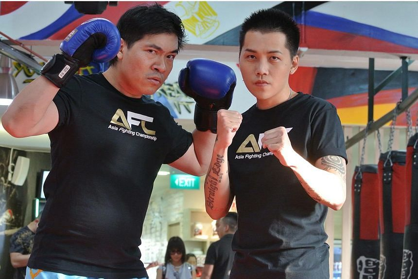 Singapore Idol runner-up Sylvester Sim (right) was Steven Lim's original opponent in the Asia Fighting Championship's live celebrity bout on Sept 23, 2017.