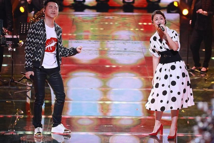In her duet with Taiwanese singer Harlem Yu (far left), singer Joanna Dong performed Yu's retrolicious number, True Love Song.