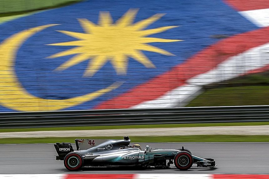 Mercedes driver Lewis Hamilton won his fifth pole at Sepang yesterday, equalling the feat of Michael Schumacher at the circuit which will host its last Formula One race today. .
