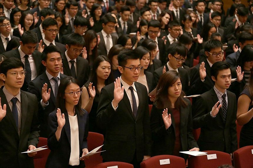 About 400 doctors took their Physician's Pledge yesterday at a ceremony at the National University of Singapore.
