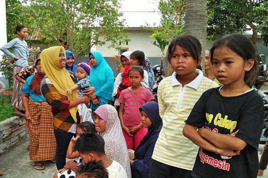 Residents of Tumbu village in Karangasem, Bali, gather in Meninting village, West Lombok, on Saturday. They fled their homes in Bali using wooden boats to the neighboring island of Lombok.