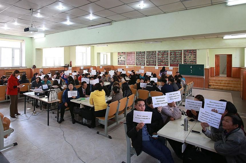 Fed up with having to work in overcrowded classes for low pay, public-school teachers in Ulaanbaatar went on strike recently. Overcrowding also poses health risks, with germs and the flu being passed around easily.