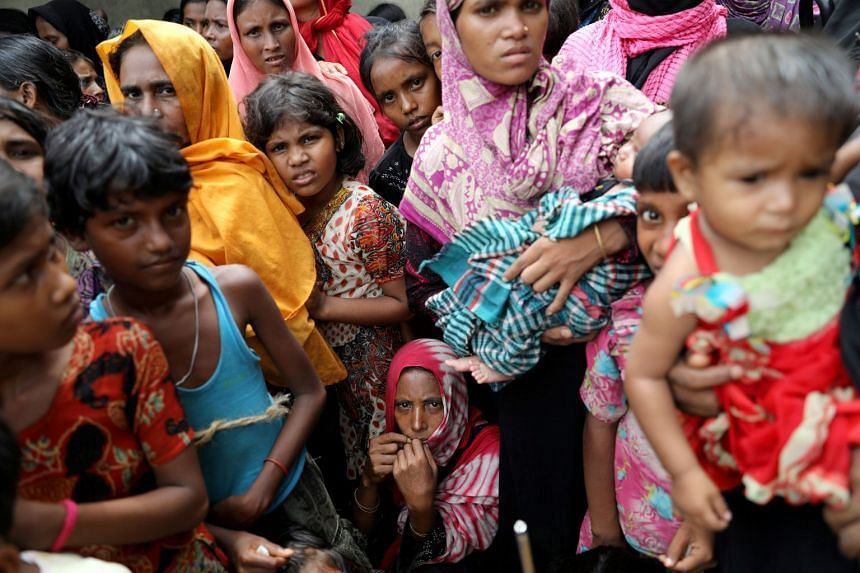 Rohingya refugees wait for humanitarian aid to be distributed at a camp Cox's Bazar camp, Oct 5, 2017.