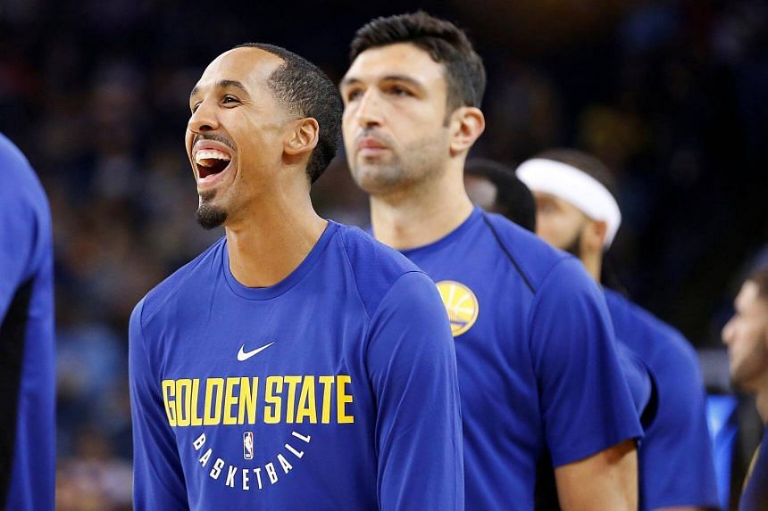 Shaun Livingston of the Golden State Warriors warms up before their NBA pre-season game against the Denver Nuggets at Oracle Arena in Oakland, California, on Sept 30, 2017.