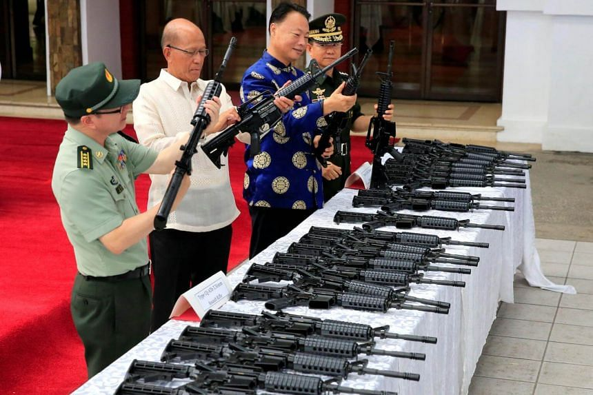 (From left) Chief of Staff of the Armed Forces of the Philippines, Philippine Defense Secretary Delfin Lorenzana, with H.E. Zhao Jianhua, ambassador of People's Republic of China to the Philippines and General Eduardo Ano, inspect automatic rifles in