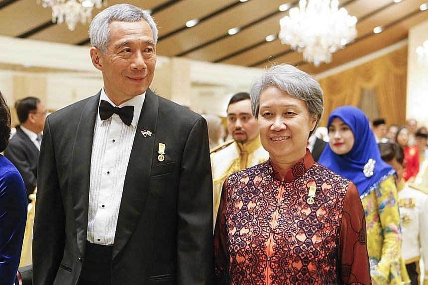 Prime Minister Lee Hsien Loong calling on Sultan Hassanal Bolkiah at the Istana Nurul Iman in Brunei yesterday. Brunei's Sultan Hassanal Bolkiah and his wife, Raja Isteri Pengiran Anak Hajah Saleha, arriving for the banquet last night, followed by In