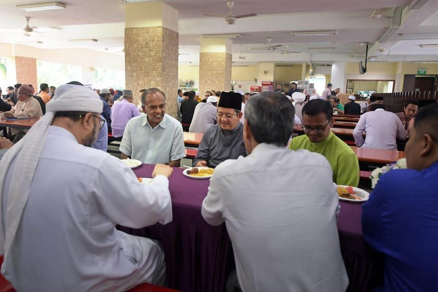 (From left) Minister K Shanmugam shares a meal with Dr Fatris Bakaram, Singapore's Mufti, and other Islamic religious leaders at a seminar for Islamic teachers held at the Muis auditorium on Oct 7, 2017.