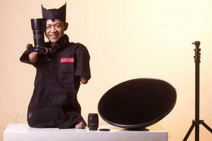 """The common phrase """"where there's a will, there's a way"""" certainly applies to Indonesian photographer Achmad Zulkarnain, who takes pictures despite not having any arms or legs."""