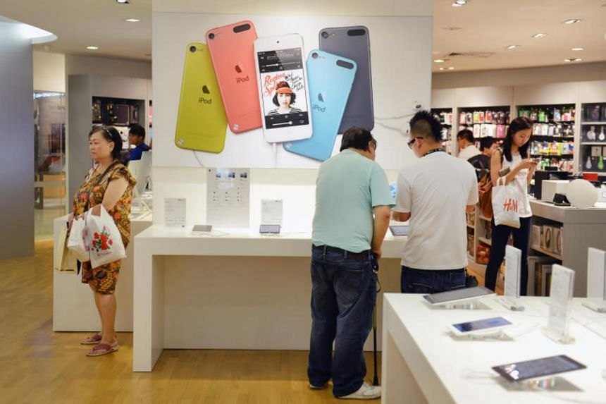 Epicentre's auditors have highlighted four issues relating to the Apple premium reseller's accounts.