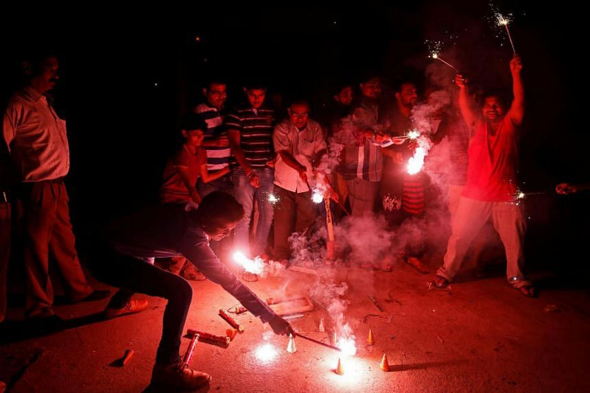 The Supreme Court directed that all licences to sell firecrackers in New Delhi and neighbouring cities be suspended until Oct 31.